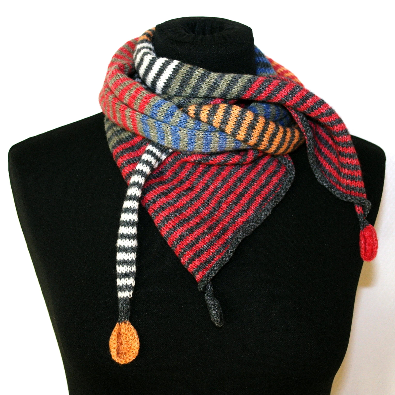 Stribet tørklæde med cirkler rød